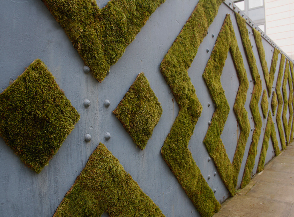 Cool Examples of Moss Graffiti and Plant Art